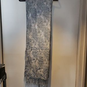 Delicate, patterned scarf